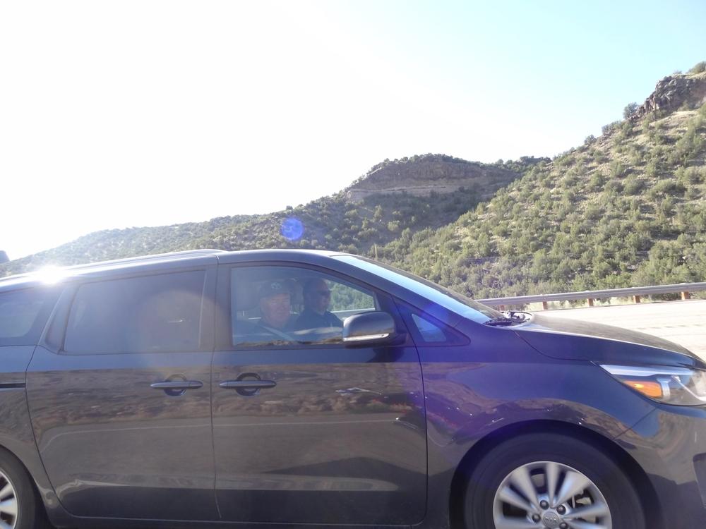 Ryhmä Tres Amigos lähti tälle retkelle viisaasti Karin autokyydillä. Jokin raja pitää näillä HD-ajohommillakin sentään olla!
