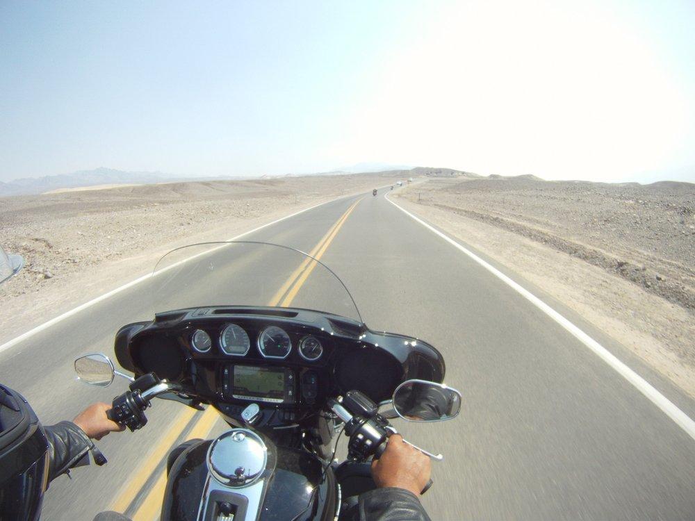 Death Valley, tässä maisemassa ei kasva mikään...