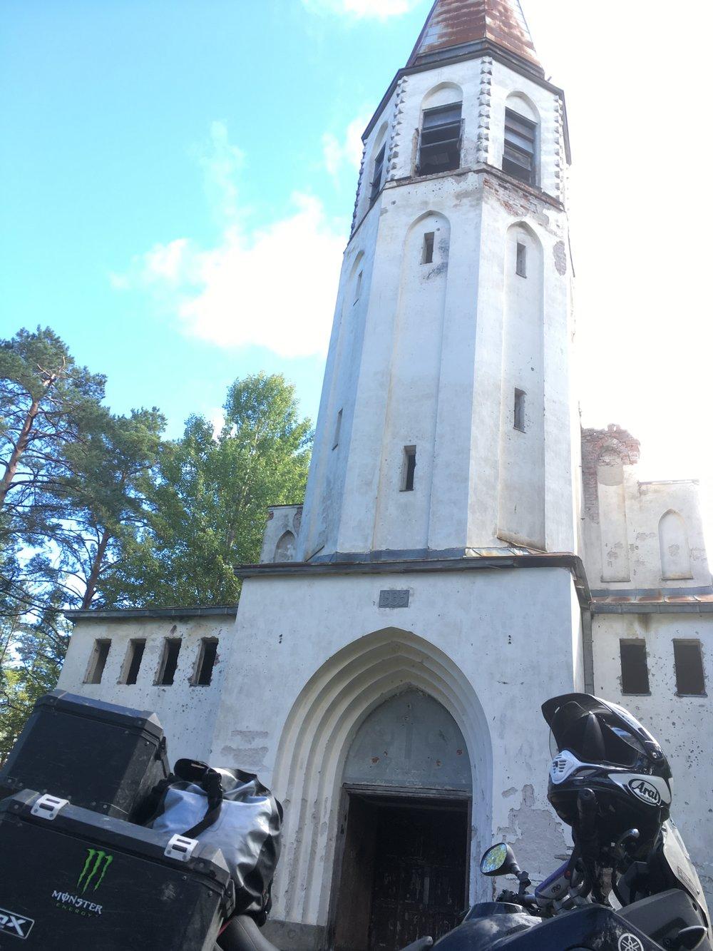 Talvisodan jälkeen Lumivaara ja sen kirkko luovutettiin Neuvostoliitolle. Venäläiset tuhosivat muun muassa kirkon alttarin ja käyttivät kirkkoa elokuvateatterina. Jatkosodassa Lumivaara vallattiin takaisin ja Lumivaaran kirkko saatiin kunnostettua 1943. Vuonna 1944 kirkko jäi kuitenkin Neuvostoliitolle.