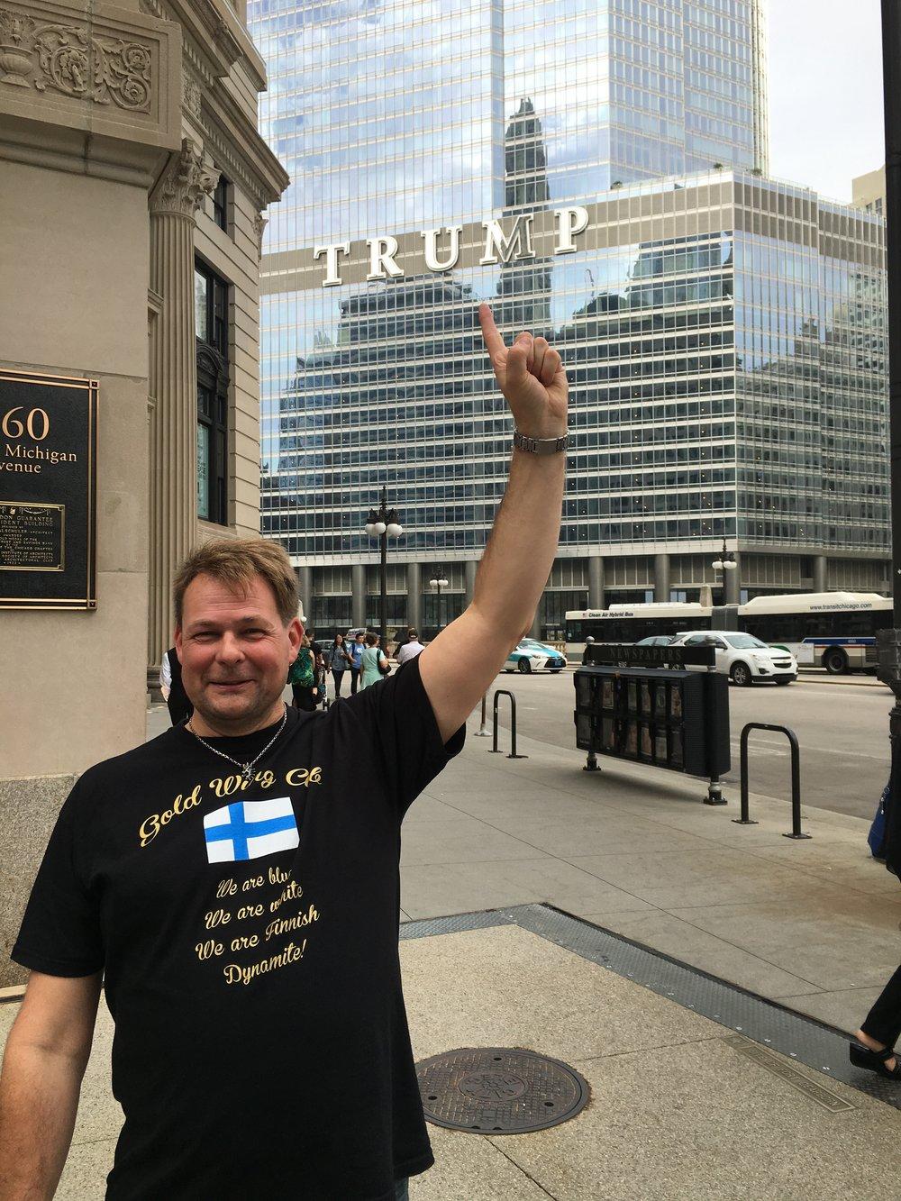Trump tuli Finnish Dynamitea vastaan Michigan Avenuella.