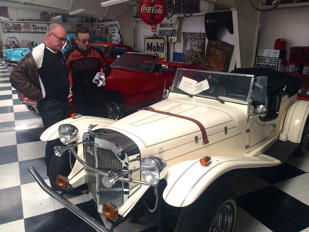 Leo ja Arvo autokaupoilla Santa Rosassa :)