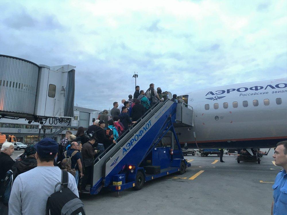 Aeroflotin Sukhoi Superjetilla vaihtoineen pääsee Ulan Batoriin noin 11 tunnissa.