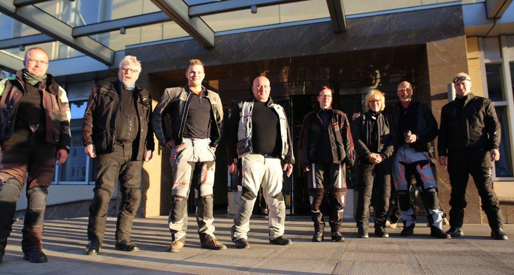 Vuoden 2016 ryhmä ensimmäisessä yhteiskuvassa, vasemmalta oikealle: Hannu, Raimo, Dani, Kalevi, Anne R., Anne H., Mikael, Joose ja Visa linssin takana...