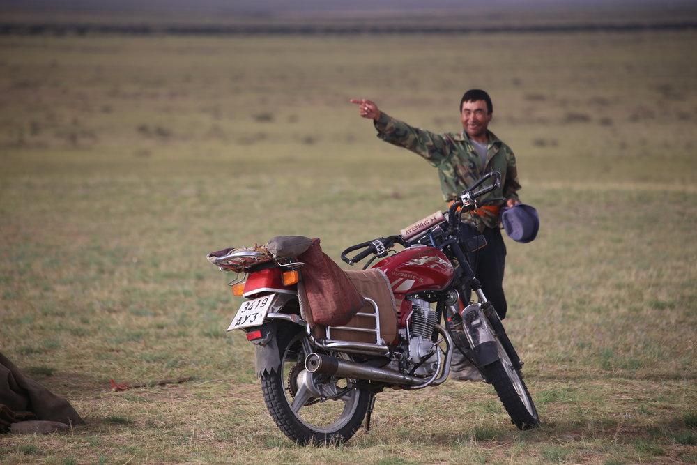 Lähin bensaasema on kuulemma vajaa 100 kilometriä käden osoittamaan suuntaan :)
