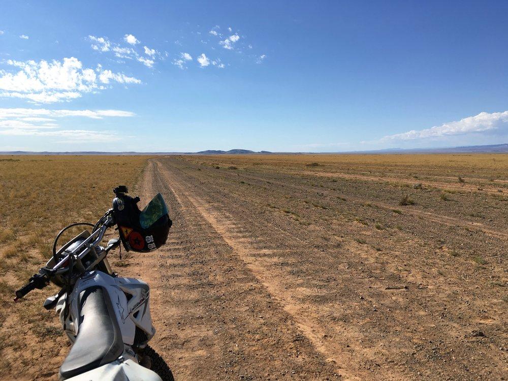 Mongolian Highway - Pölyisiä pyykkilauta uria...