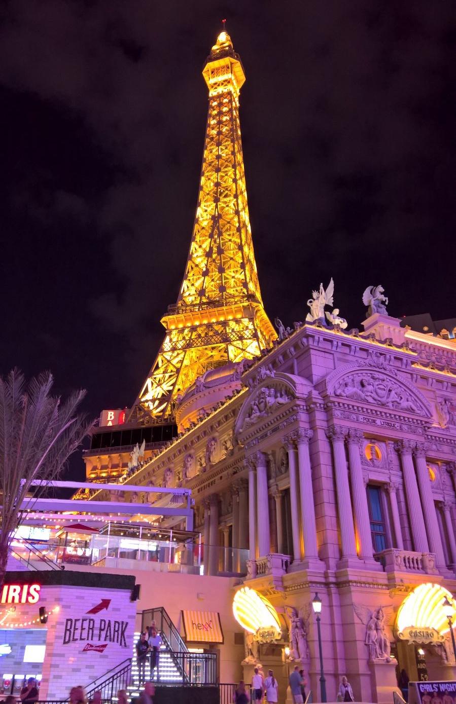 Pariisi, Las Vegasin malliin.