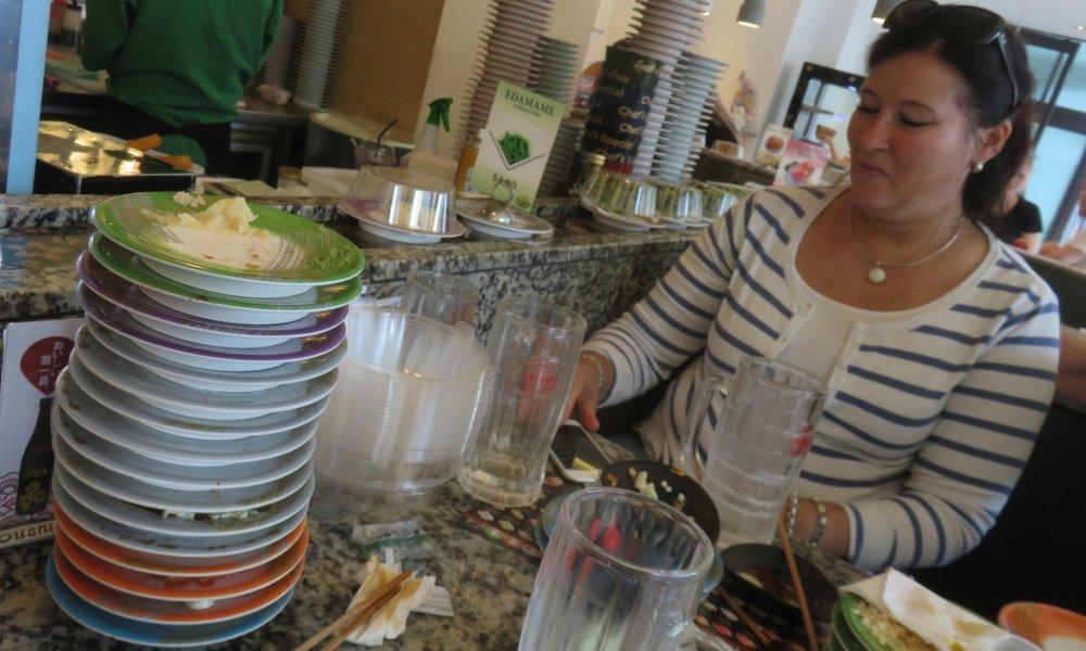Ja Sushi maistui hyvältä. Kysykää vaikka Riitta Kostamolta!