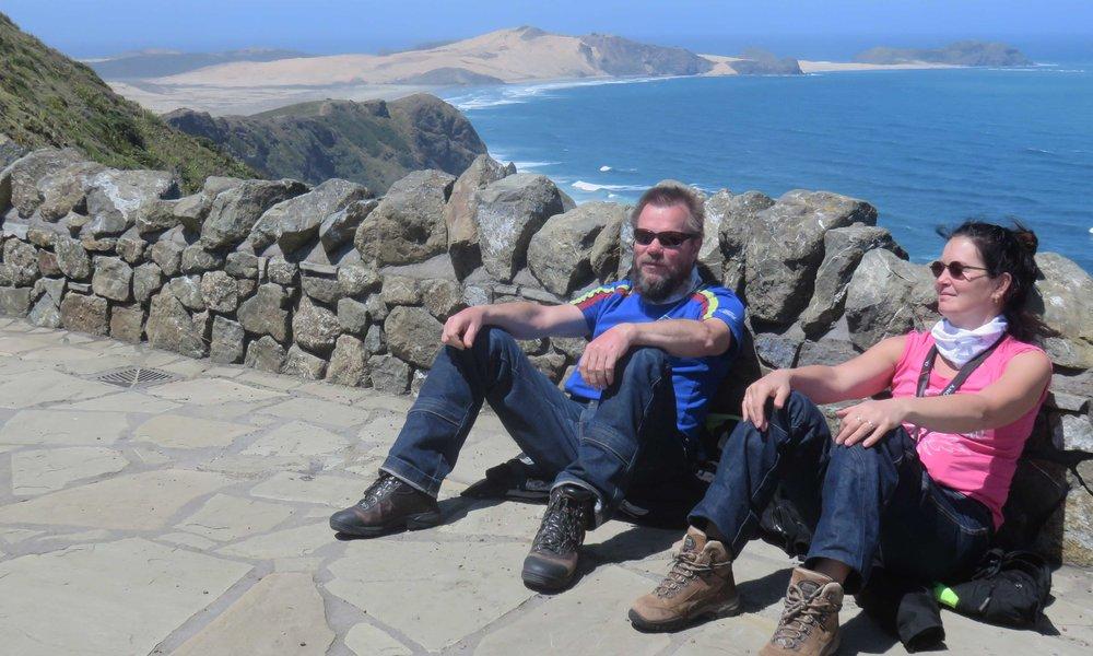 Kimmo ja Crisse nauttimassa sunnuntaista Cape Reingan kärjessä!