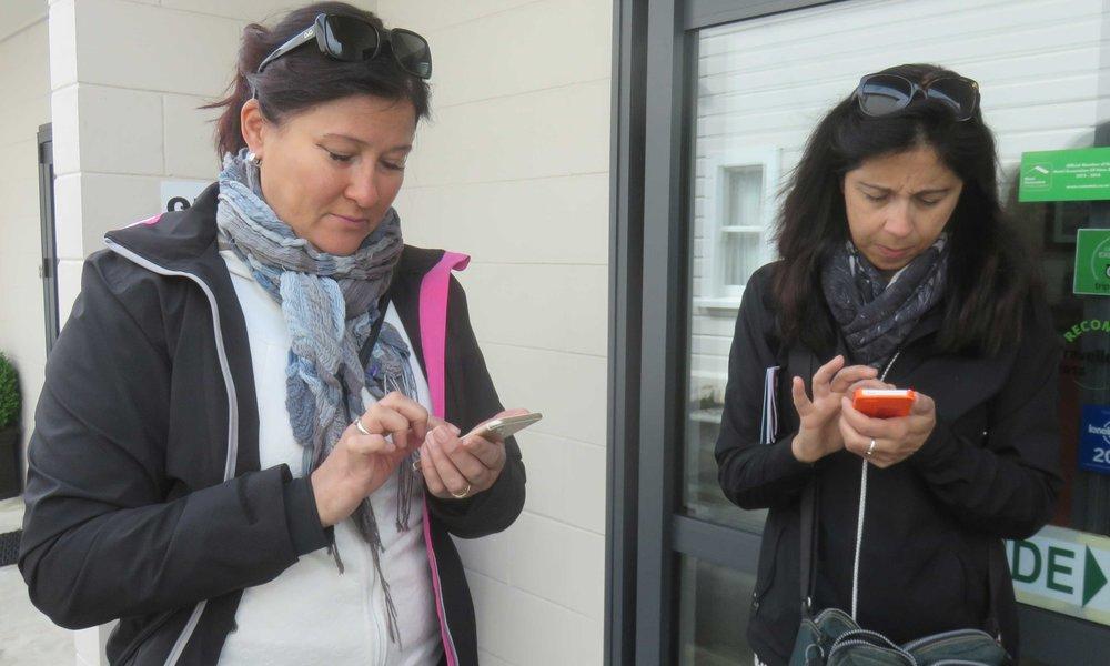 Riitta ja Martine sellaisina kuin heidät useimmiten näemme! :]