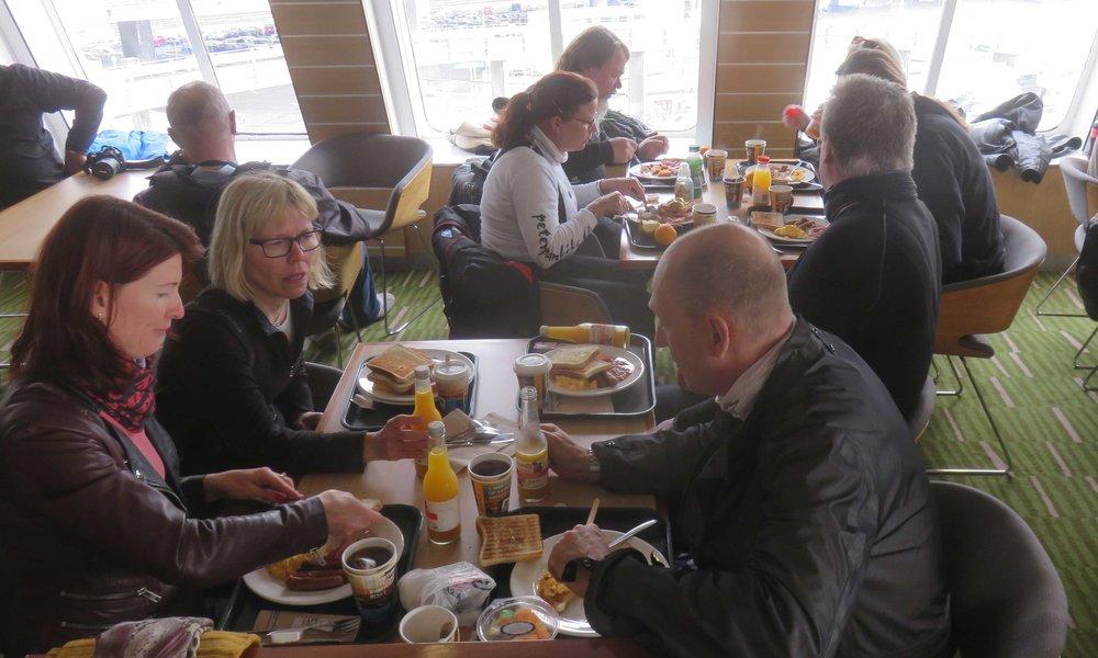 Aamianen Tiffanyllä... tai aamiainen Interislandilla!