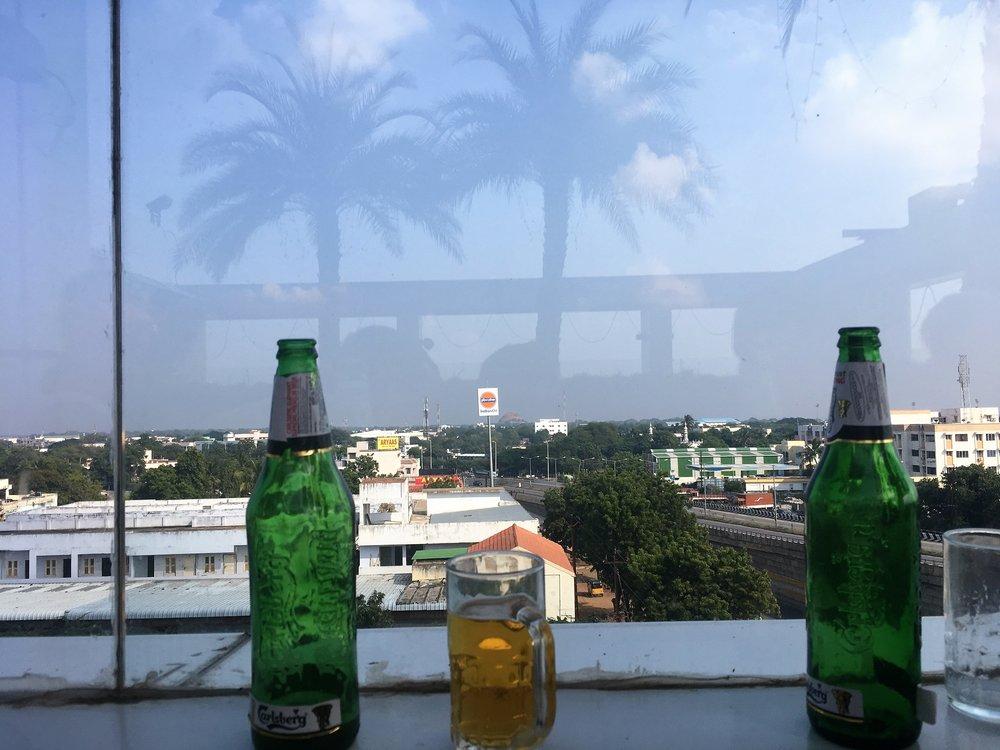 Intiassa on yllättävän vaikeaa saada olutta mistään, joten aina kannattaa käyttää tilaisuuden hyväksi ;)