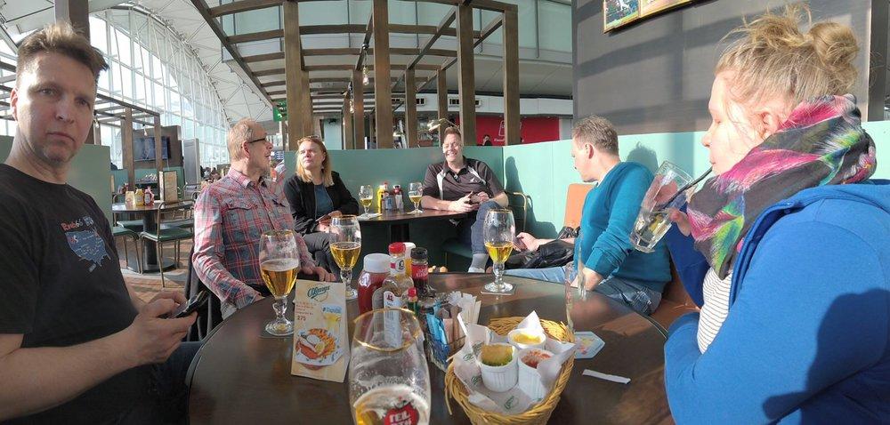Rytmiryhmä Honkkarissa, local beer ja nachot - elämä hymyilee!