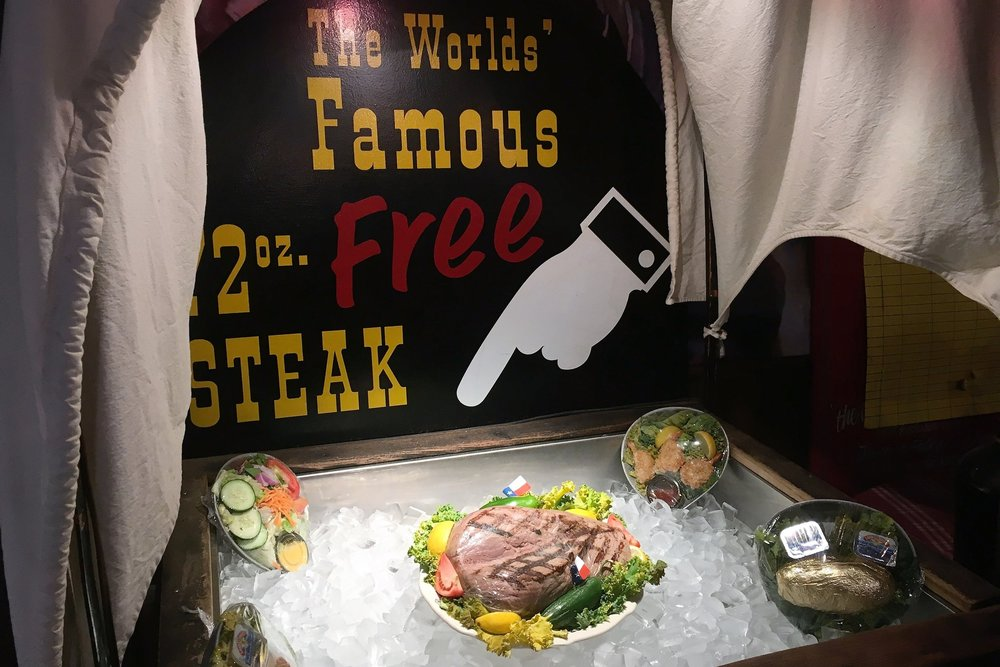 Big Texan ravintola tarjoaa 2 kilon pihvejä ilmaiseksi, ainoana ehtona on se, että saat sen kurkusta alas tunnissa!