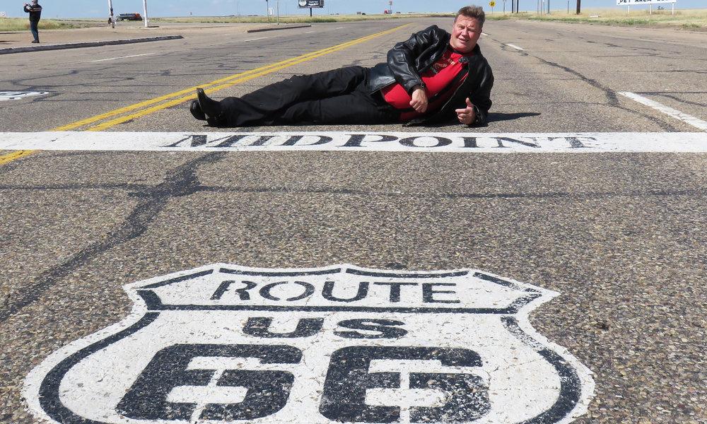 Adrian, Teksas ja Route 66 keskipiste...