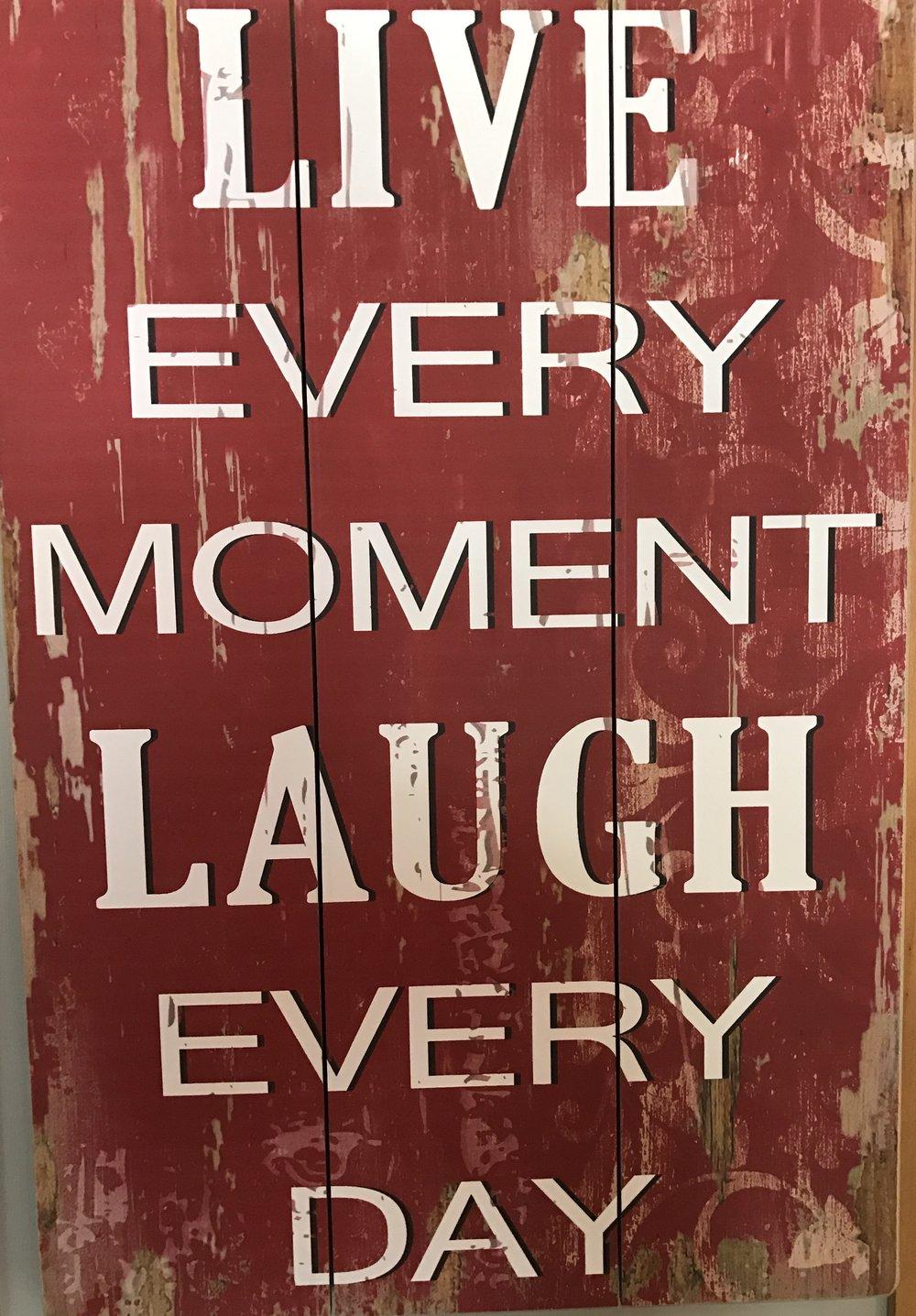 Erään kahvilan seinältä. Niin totta, Life Is Now!