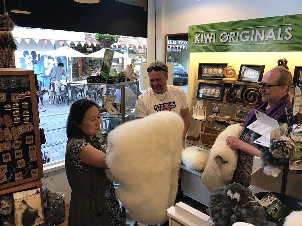 Tuliaisostoksilla, Hannu vie kotiin muutaman lampaan ;)