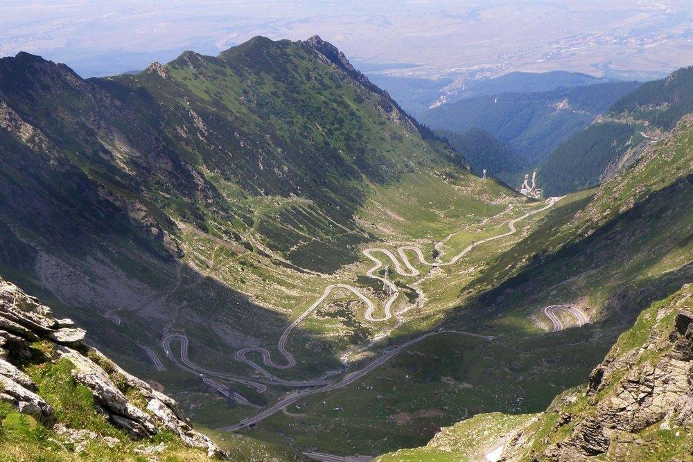 Transfăgărășan (trans (yli, kautta) + Făgăraș) eli DN7C on toiseksi korkeimmalle ulottuva asfalttitie Romaniassa. Ensimmäistä sijaa pitää TransAlpina (Erittäinkin ajamisen arvoinen tie sekin ;)