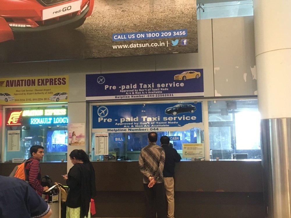 """""""Prepaid taxi"""" Chennain kentällä."""