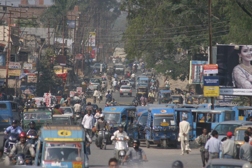 Kaupunkiliikenne Intiassa...