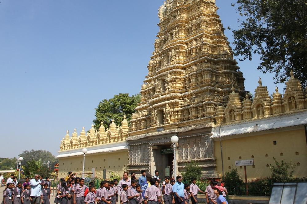 Palatsiin kuuluva temppeli