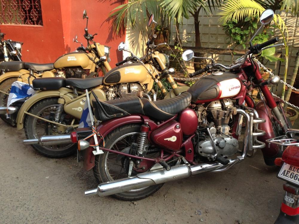 Pyörät jäivät kadulle odottamaan uutta päivää.