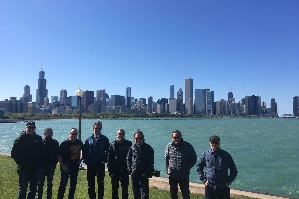 Vuoden 2017 Route66 ryhmä vasemmalta oikealle: Raimo, Hannu, Pasi, Jari, Lauri, Tommy, Lars ja Antti! Taustana Chicago ;)