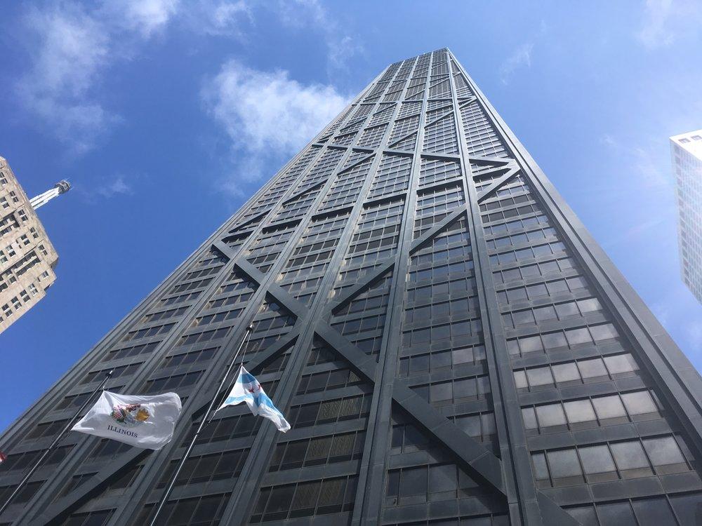 John Hancock torni on yksi Chicagon korkeimmista rakennuksista...