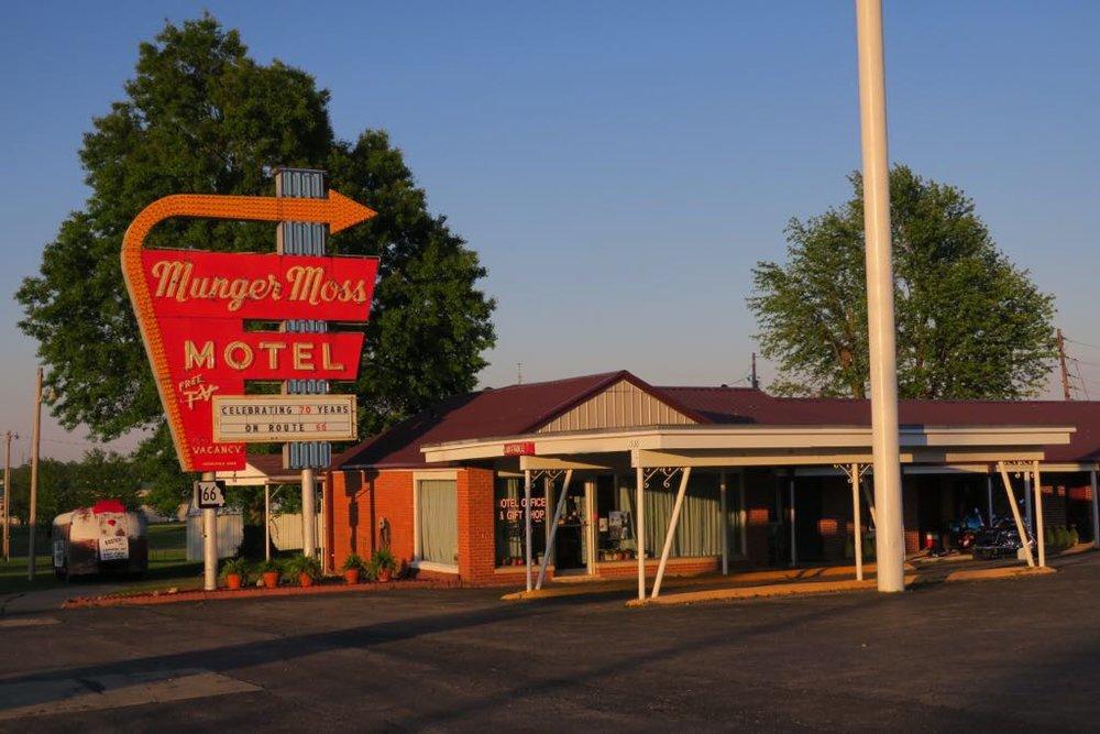 Munger Mossin legendaarinen neon kyltti on ollut melkein kaikissa Routesta kertovissa kirjoissa ja dokumenteissa.