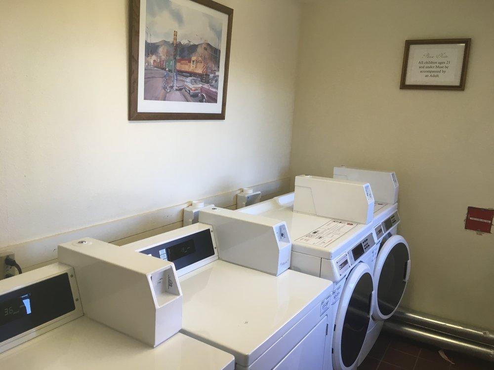 Hotellin pyykkitupa oli ahkerassa käytössä koko päivän - Huomenna matkaan lähdetään levänneinä ja puhtaissa alushousuissa - ainakin hetkellisesti :)