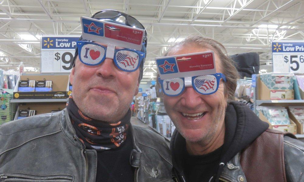 Eero ja Magnus Walmartilla shoppailemassa!