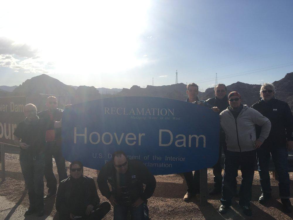 Käytiin myös katsomassa mistä Las Vegasin neonvalojen meri saa sähkönsä - Hooverin pato!