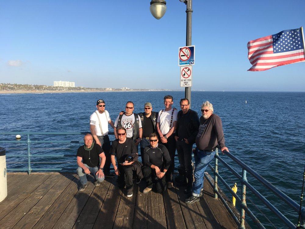 Ryhmä ja Tyyni valtameri - tätä pidemmälle ei pääse moottoripyörällä!