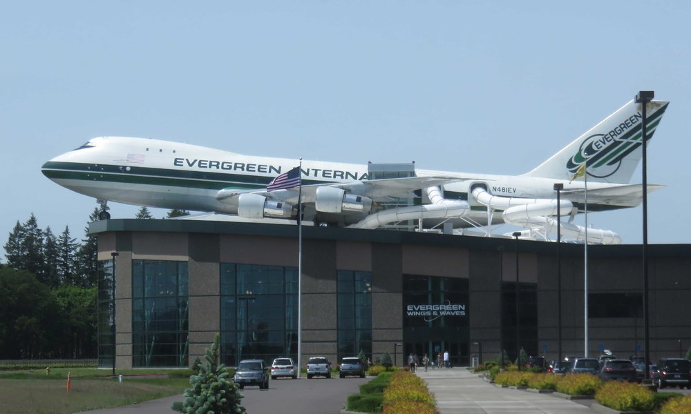 ... ei näköharha! Evergreens lentokonemuseon vieressä on kylpylä jossa tuubiin pääsee 747'stä!