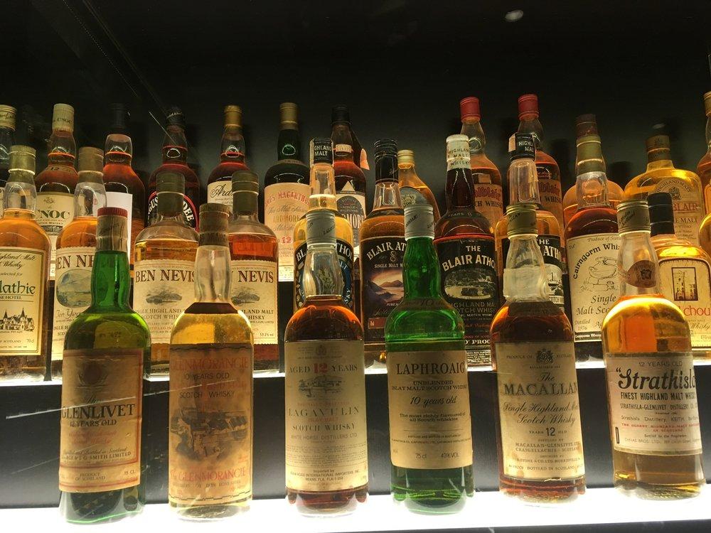 Näistä 6'sta pullosta kokoelma alkoi 1888