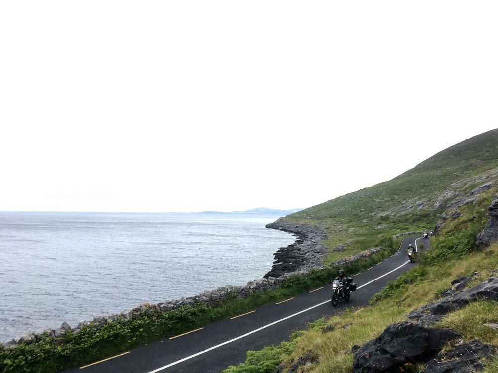 Mielettömän kaunis rantatie Irlannin länsiosissa...