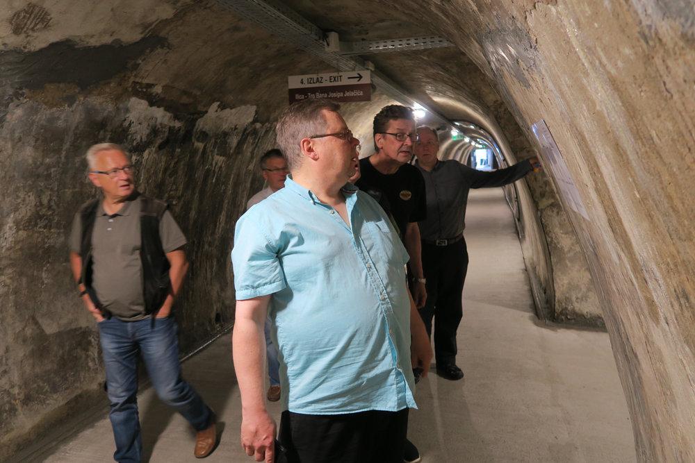 Gric tunneli rakennettiin toisen maailmansodan aikaan. 350 metrinen tunneli on toiminut eri tehtävissä mutta avattu julkisee käyttöön vasta 2016.