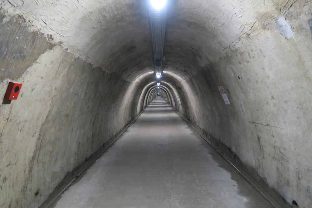 Gris tunneli.