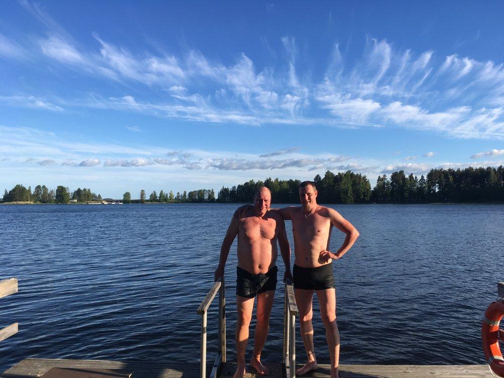 Pekkan ja Jarin uintiposeeraus :)