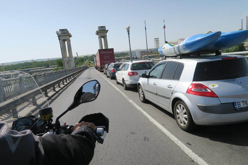 Romanin ja Bulgarian tullijonon ohitus käynnissä.