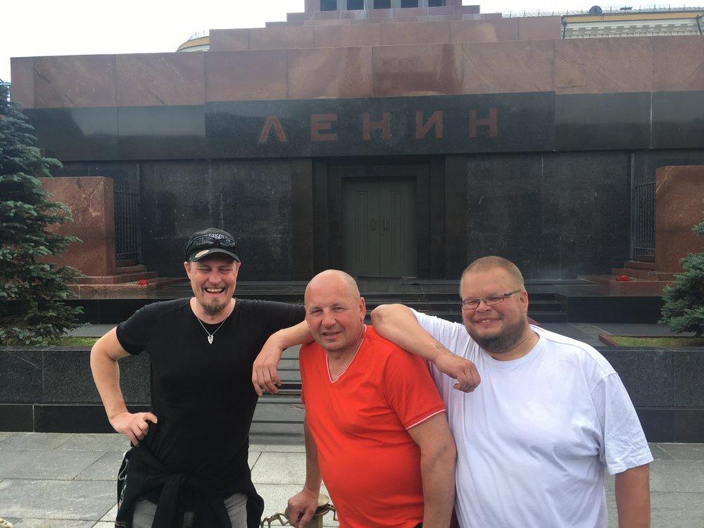 Jari, Juha ja OP Leninin mausoleumin edessä...