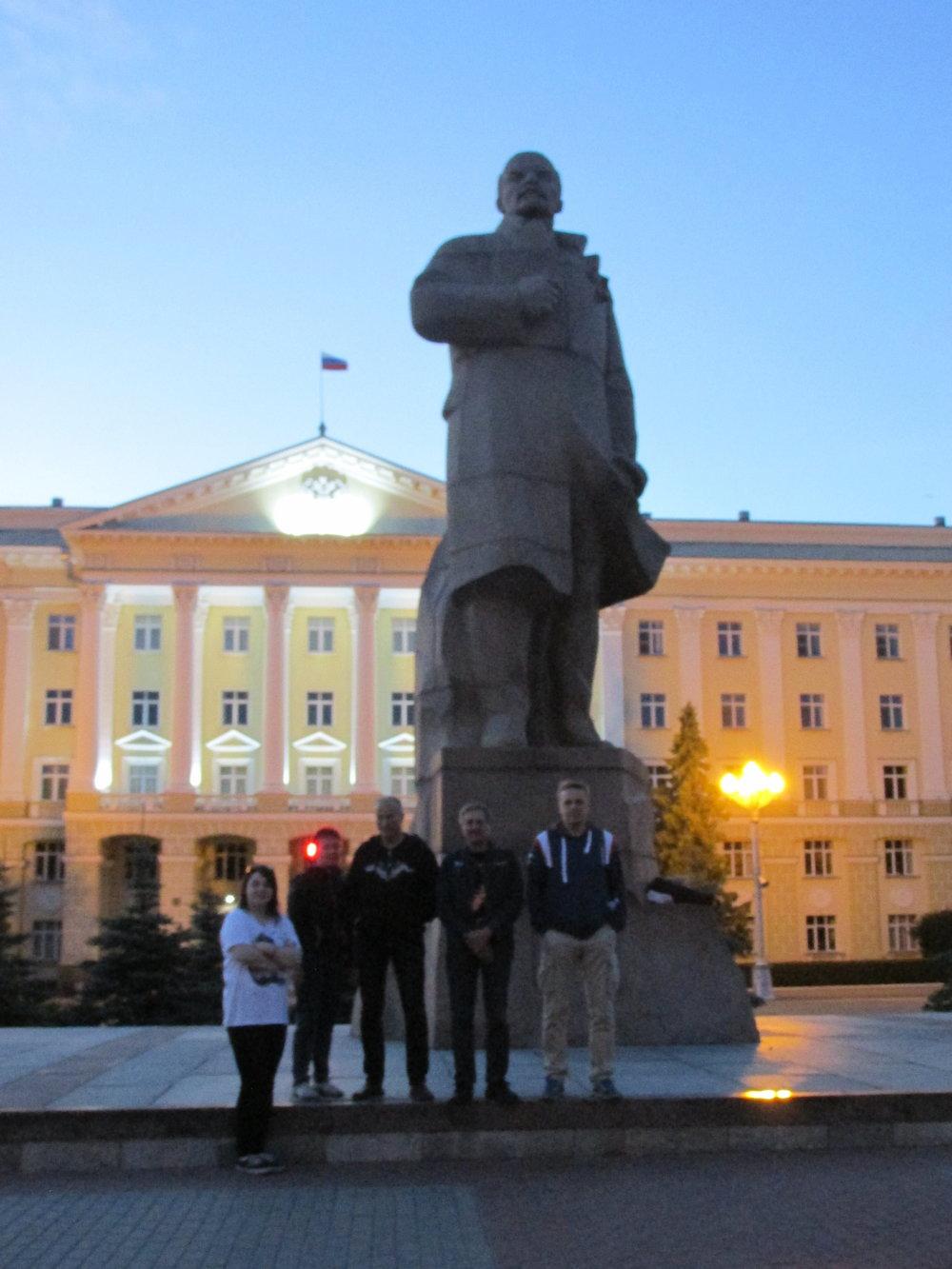 Reissun pakollinen Lenin-poseeraus !
