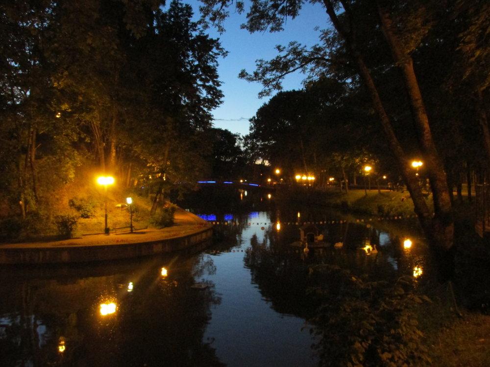 Smolenskin avoin huvipuistoalue iltavalaistuksessa oli sykähdyttävä!