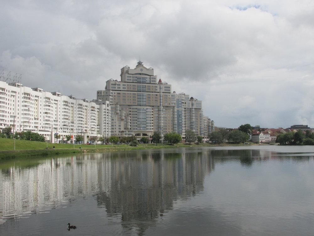 Minsk on täynnä upeita puistoja ja uutuuttaan kiiltäviä rakennuksia!
