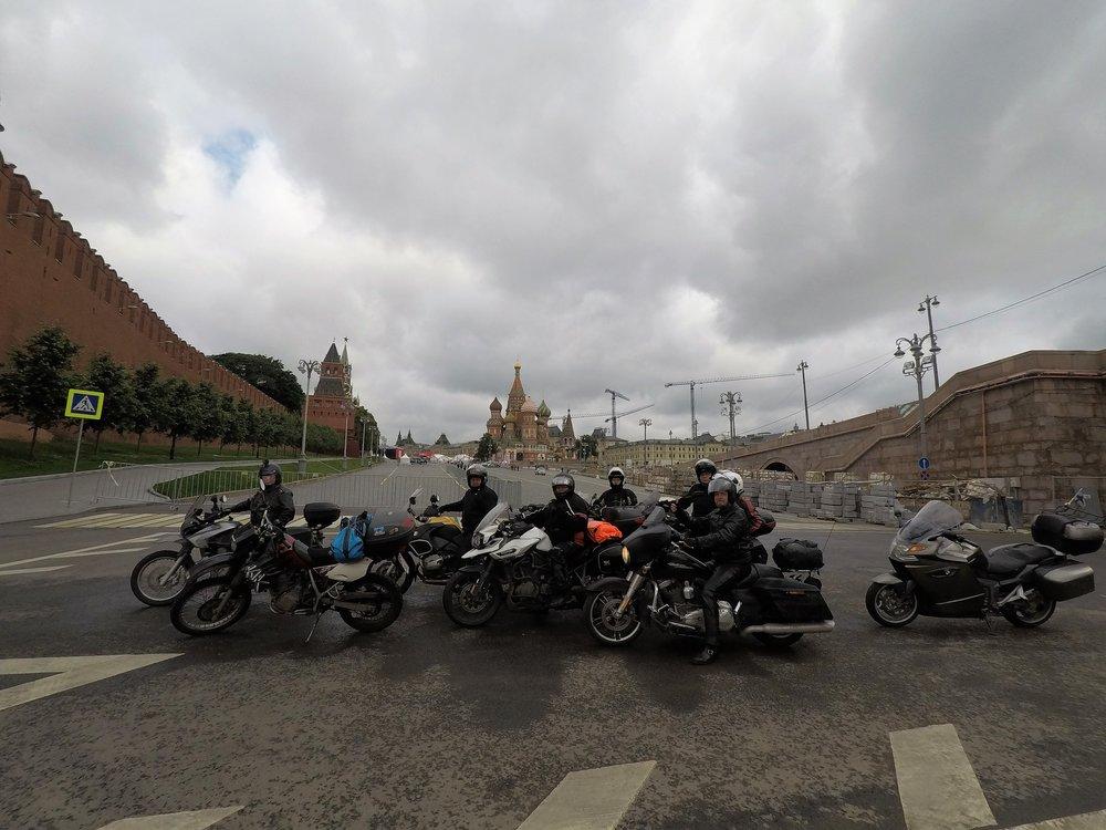Tätä lähemmäs Kremliniä ei moottoripyörällä pääsee :)