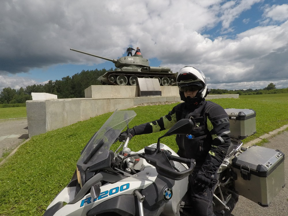 Kari, Bemari ja panssarivaunu...