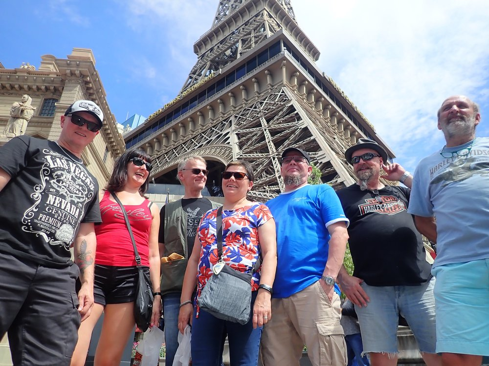 Eiffel torni ja Pariisin alue...