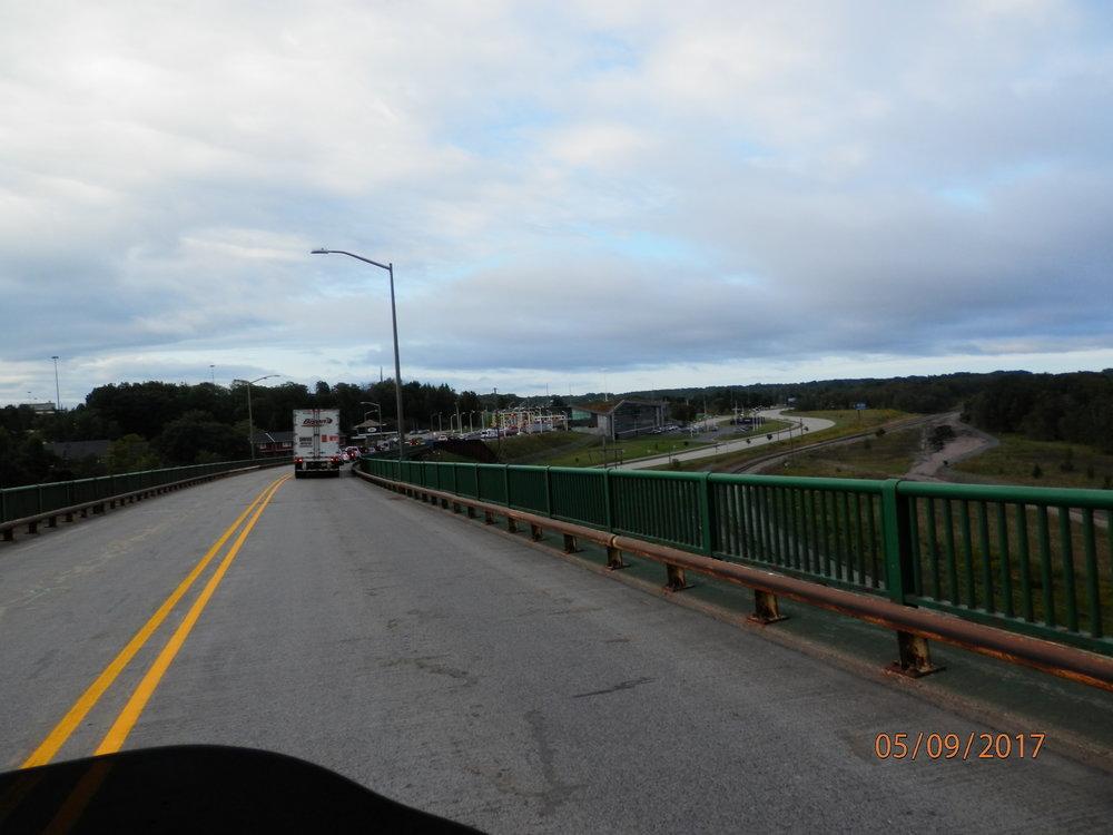 Kun lähdimme Sault Ste Marien kaupungista kohti USAn rajaa, jouduimme ylittämään tämän sillan