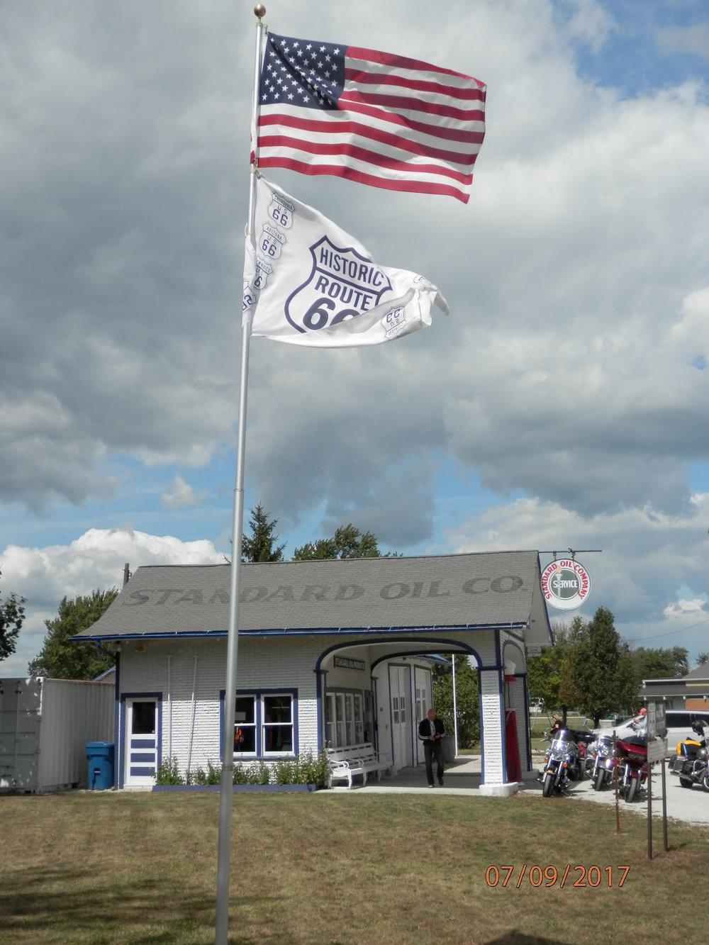 Ensimmäinen Route66 aiheinen myymälä löytyi tästä upeasti kunnostetulta huoltoasemalta.