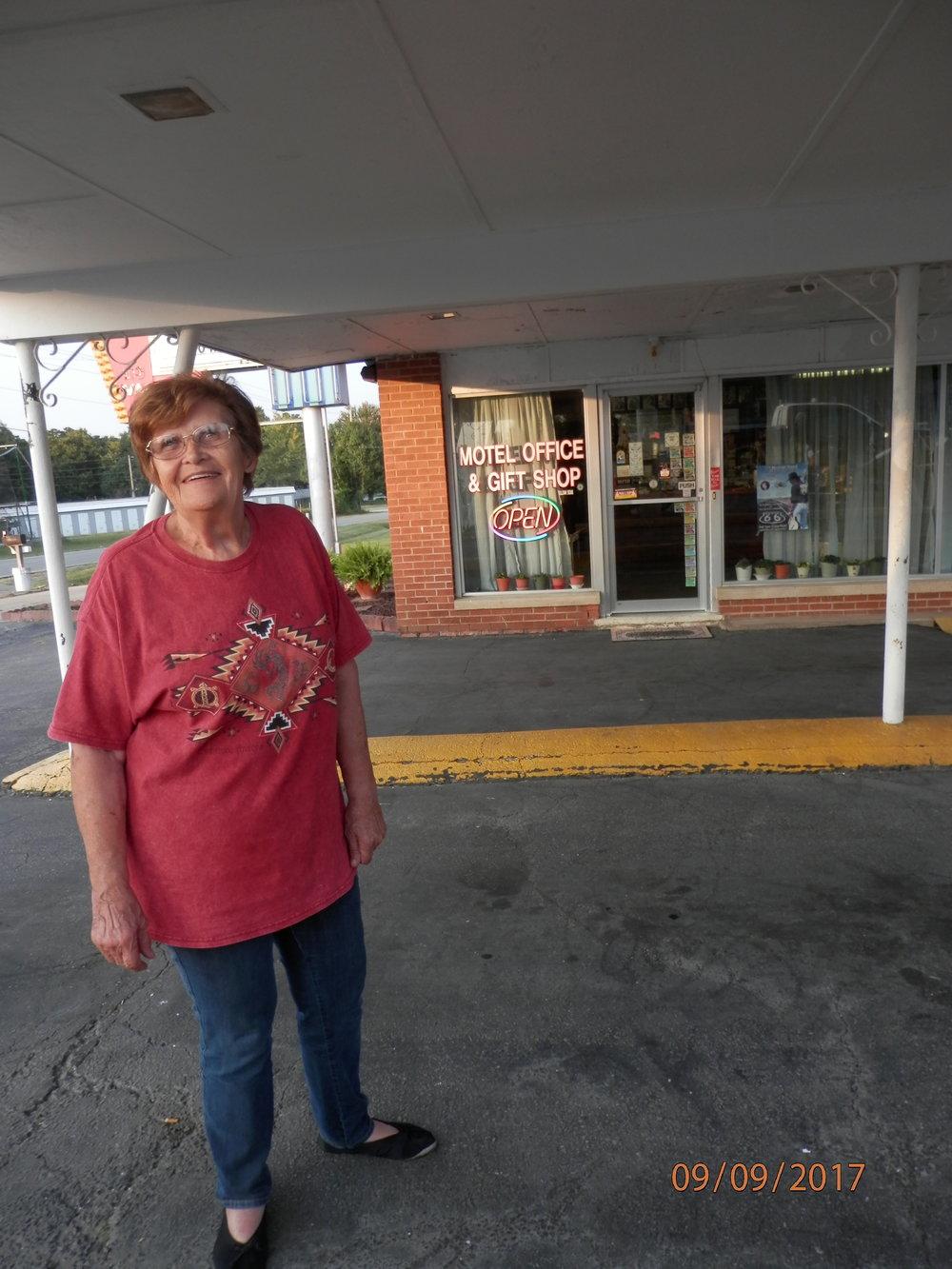 Ennen kuin saavuimme Ramonan emännöimään Murger Moss motelliin näimme Route66 tienvarressa maailman suurimman keinutuolin