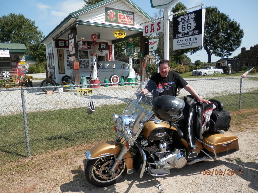 Ramin mielestä on juuri oikea keli ajella Harley Davidsonilla Amerikassa. Lämmintä on 30 celsiusta ja aurinko paistaa.